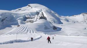 people skiing on kufri mountain