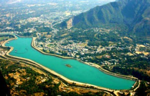 aerial view of sundernagar lake and its city