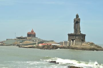 temple and a statue in Kanyakumari