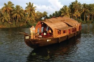 houseboat in cochin-backwaters
