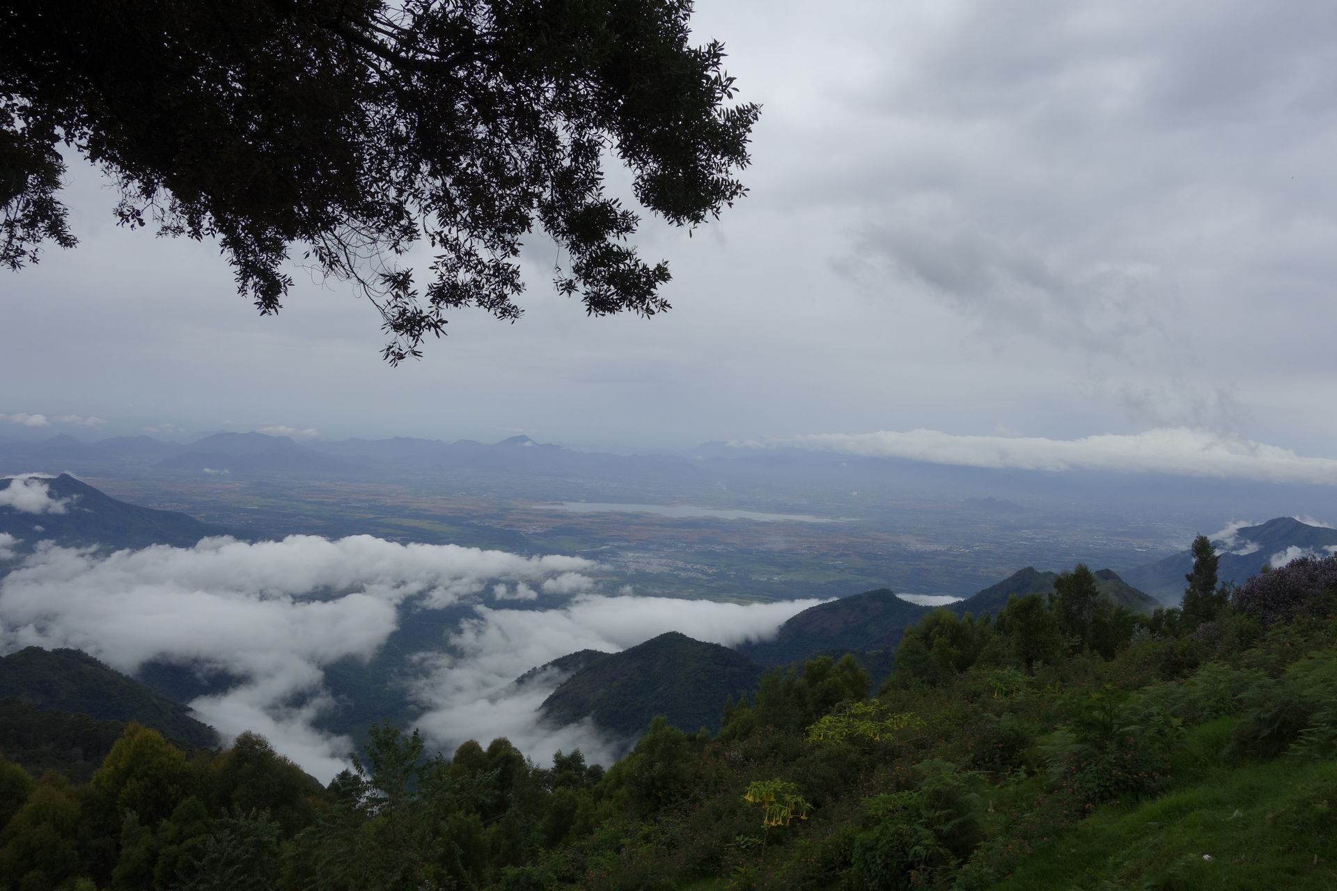 kokaikanal mountains covered with clouds