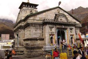 people entering kedarnath temple