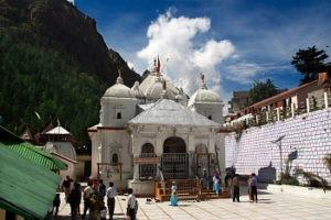 people in gangotri temple