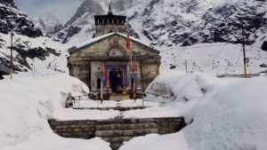 kedarnath temple surrounding covered in snow