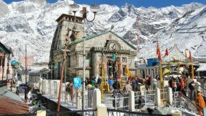 people visiting kedarnath temple