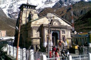 people visiting kedarnath temple